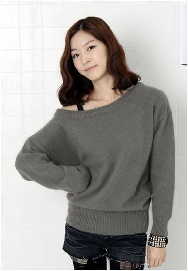 Angora Off-Shoulder Round T (KG-10062)
